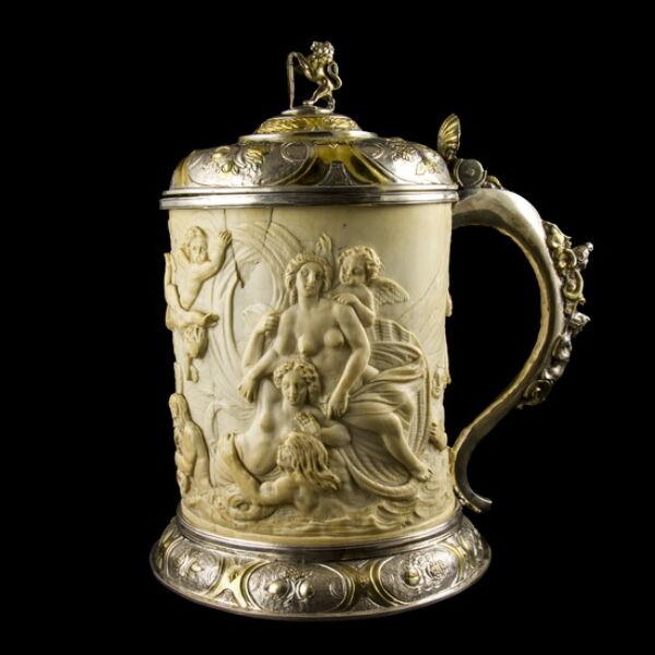 Ezüst kupa elefántcsont palásttal