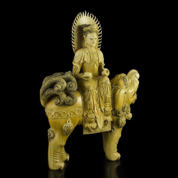Faragott elefántcsont Foo kutya hátán ülő Kuan Yin figura
