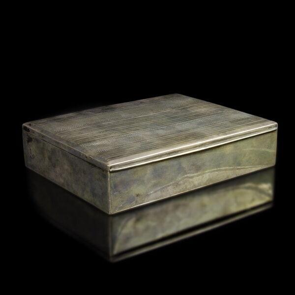 Cigarettakínáló ezüst doboz
