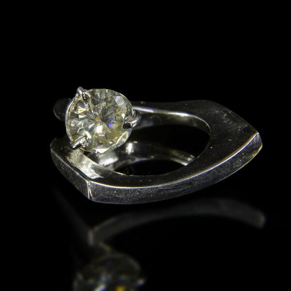 Ezüst gyűrű moissanite kővel