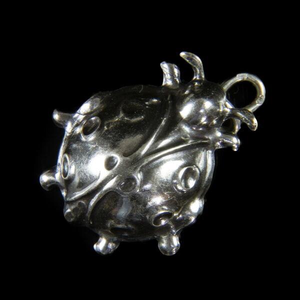 Mini ezüst katicabogár medál