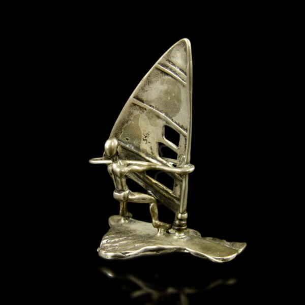 Mini ezüst szörföző figura