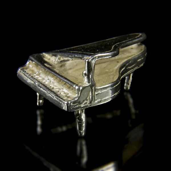 Mini ezüst zongora