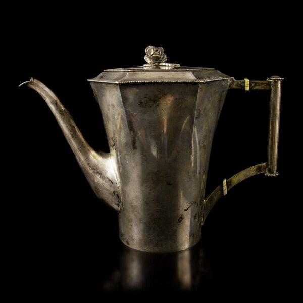 Pesti ezüst teáskanna elefántcsont gyűrűkkel rózsás fogóval