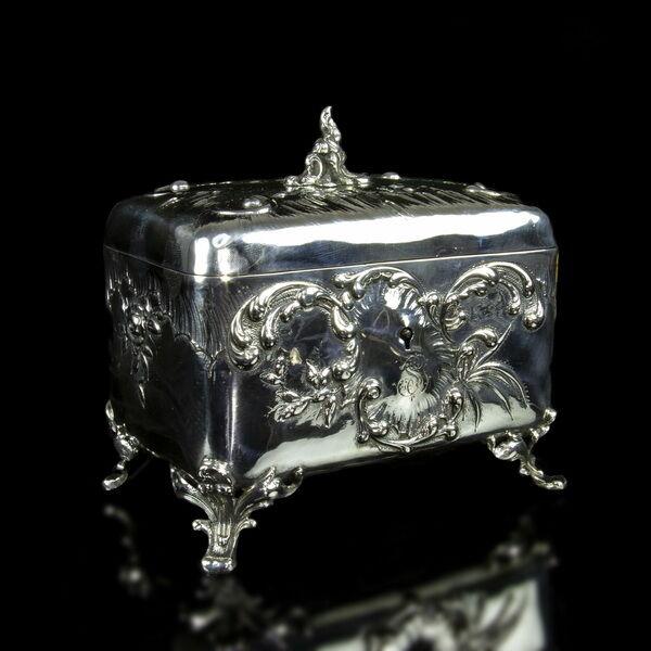 Rokokó stílusú ezüst cukordoboz