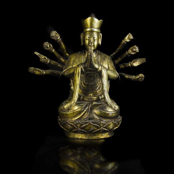 Aranyozott faragott fa Avalokiteshvara figura