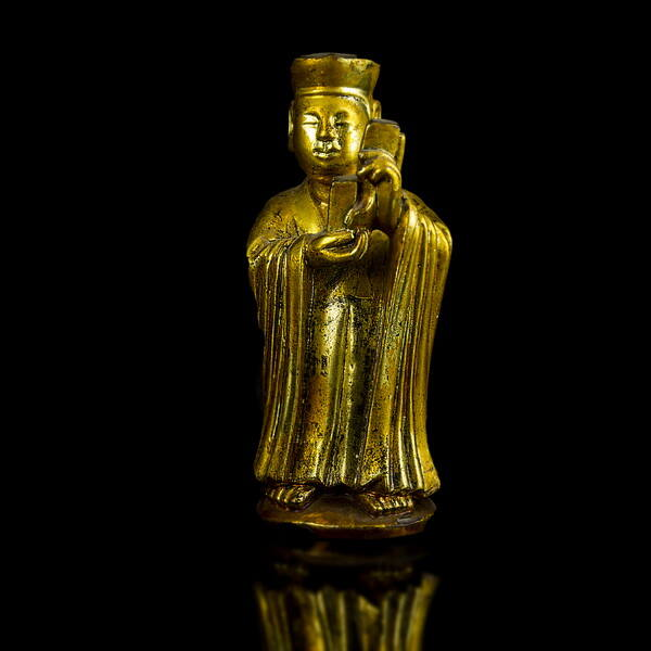 Aranyozott faragott fa buddhista szerzetes figura