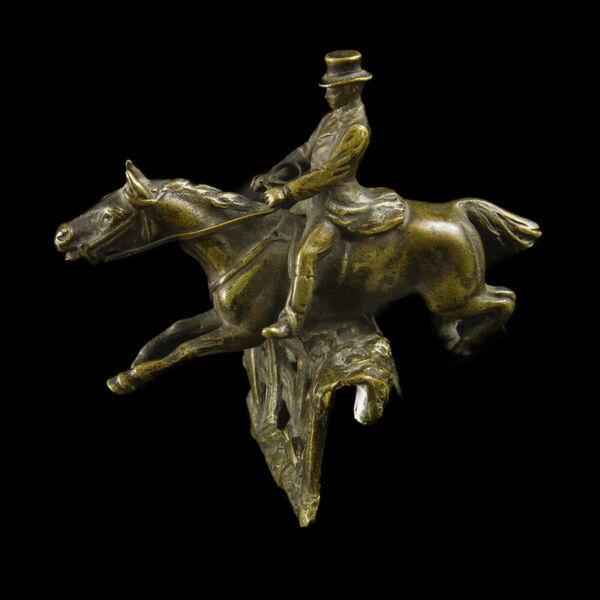 Bronz díjugrató lovas figura