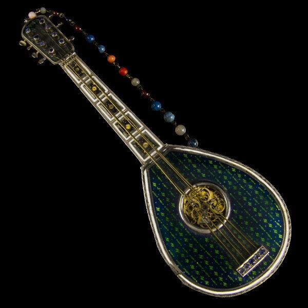 Buzuki alakú hangszeróra zománc díszítéssel