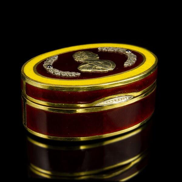Orosz aranyozott ezüst szelence lüszterzománc díszítéssel