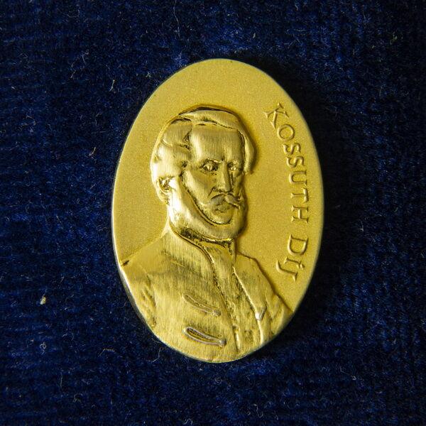 Kossuth-díj kitűző