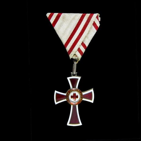 Vöröskereszt II. osztályú díszjelvénye