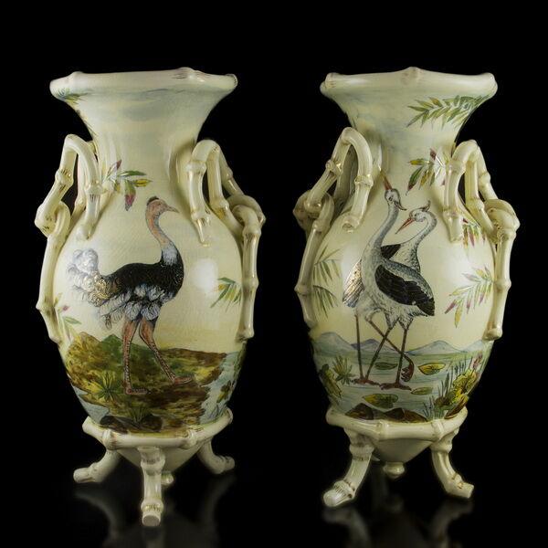 Fischer Ignác díszváza pár gólyás dekorral és bambusz fülekkel