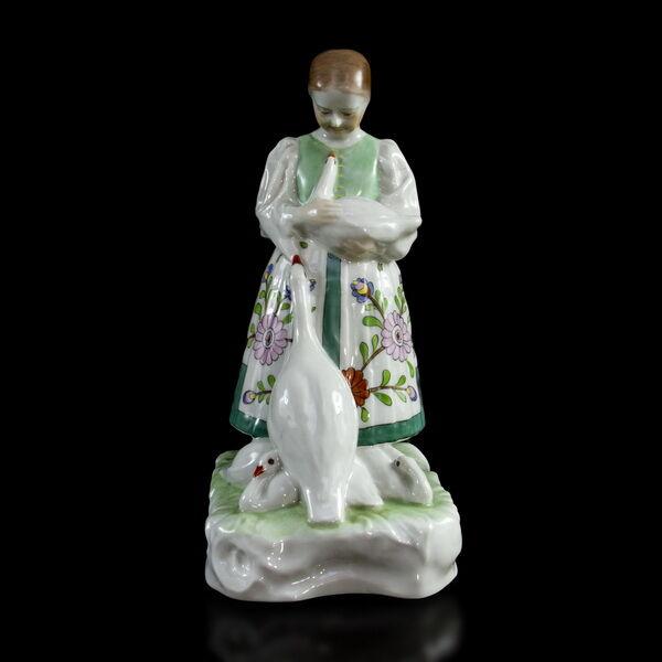 Herendi porcelán figura: Lány libákkal