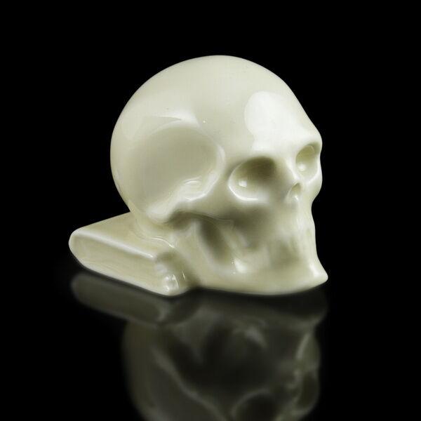 Herendi porcelán koponya