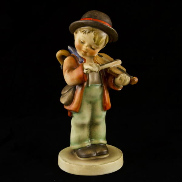 Hummel kerámia figura: Kisfiú hegedűvel (Little Fiddler)